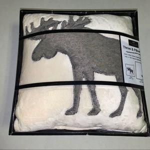 Amy Miller Home Moose Throw & 14 X 14 Pillow NIP